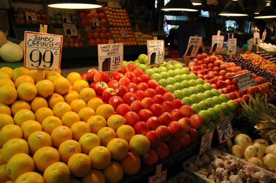 Farmer's Markets are great resources for students who want to cook nutritious and balanced meals without breaking the bank. (Courtesy of Flickr)
