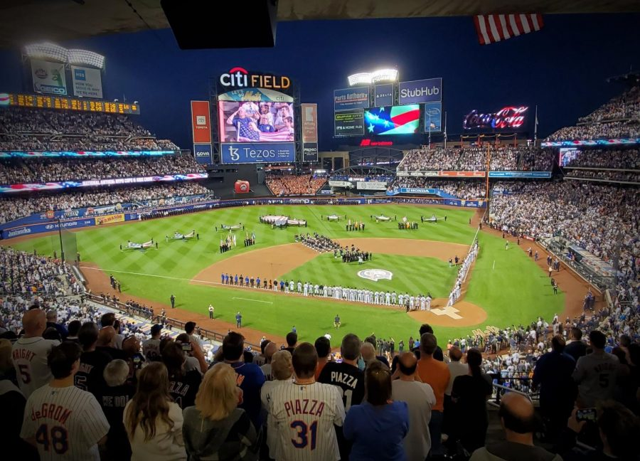 A sold-out crowd at Citi Field united before the game on September 11. (Courtesy of Twitter)