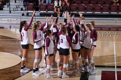 Volleyball Falls to 0-3 in Conference